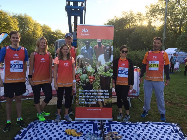 Our first runners to arrive to Hyde Park! James, Jess, Amelie, Max, Angelina and William