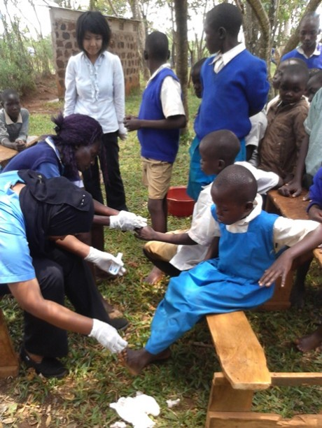 Picture 3. Nurses applying anti-jiggers solution to children's feet
