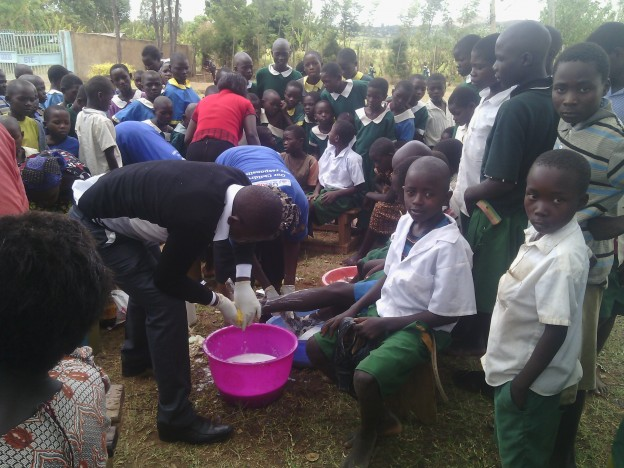 Community volunteers treating jiggers at Mabuusi primary school, Kenya